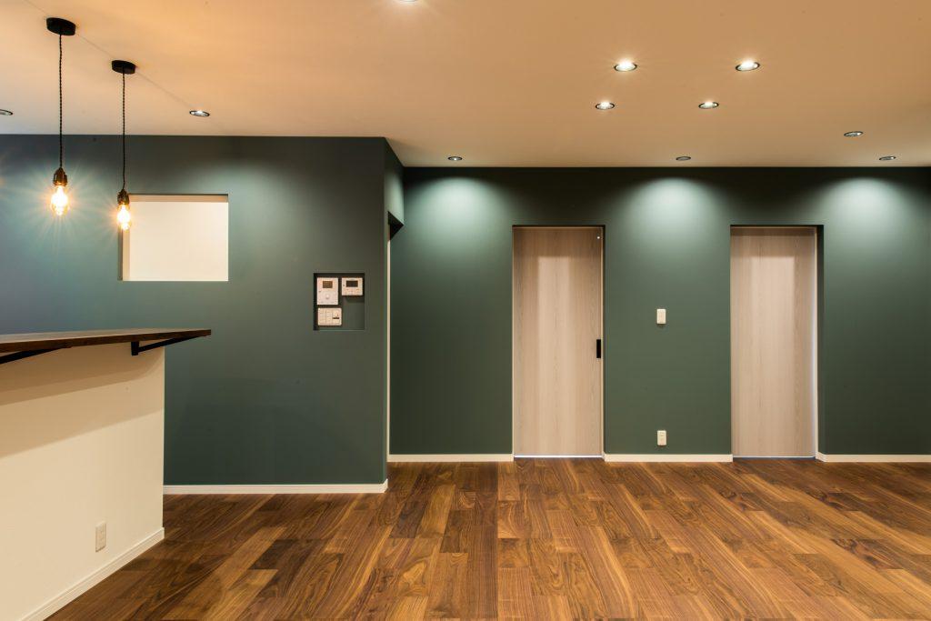 クラフトワン 八女 平屋 緑のクロス かっこいい 掲示板 磁石 オシャレ 照明 間接照明 新築 ニッチ