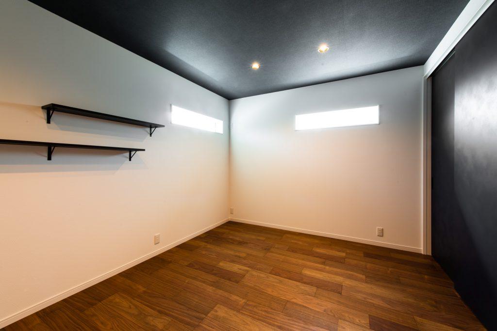 クラフトワン 八女 平屋 細い窓 かっこいい オシャレ 照明 間接照明 新築 コンセント 黒 収納